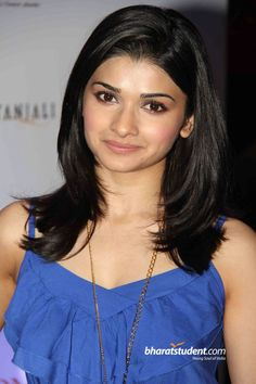 Prachi Desai Prachi Desai Hot, Hair To Go, Beautiful Bollywood Actress, Bollywood Style, Crop Top Outfits, Halter Crop Top, Hollywood Fashion, Indian Beauty, Short Hair Styles