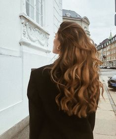 long brown hair and hairstyle inspiration with beachy waves and highlights perfect for summer and natural beauty Bad Hair, Hair Day, Girl Hair, Messy Hairstyles, Pretty Hairstyles, Hairstyle Ideas, Long Brown Hair, Dream Hair, Mode Inspiration