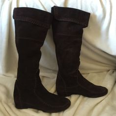 Dark brown suede boots Super light and stylish brown suede boots, new heel, excellent condition ALDO Shoes