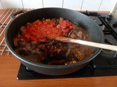 Stifado is een heerlijk Grieks gerecht. Ik maak het in de Slowcooker maar toen ik die nog niet had maakte ik het in de oven. Er bestaan veel recepten van...
