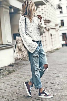 Jeans for Women: Keys To Finding the Perfect Pair ★ How to Choose Boyfriend Jeans for Women picture Cute Outfits With Jeans, Jean Outfits, Trendy Outfits, Fashion Outfits, Womens Fashion, Fashion Trends, Fall Fashion, T Shirt Streetwear, Style Streetwear
