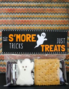 Halloween S'more Bag Toppers with ghost PEEPS by www.makinglifewhimsical.com #halloween #peeps #smores
