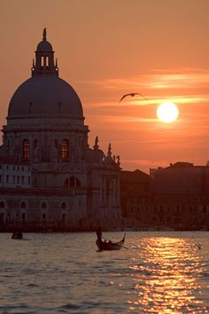 Venice Gondola - Gondola Tour in Venice, Italy ( Honeymoon)