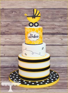 Yellow and black bee theme baby shower cake Torta Baby Shower, Baby Shower Fun, Baby Shower Themes, Shower Ideas, Bee Cakes, Cupcake Cakes, Cupcakes, Baby Announcement Cake, Baby Shower Decorations For Boys