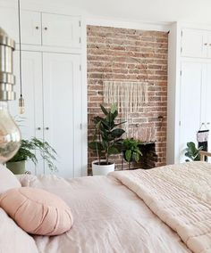 Images and videos of home decor - – A mix of mid-century modern, bohemian, and industrial interior style. Home and apartment decor, - Bedroom Inspo, Bedroom Colors, Home Decor Bedroom, Living Room Decor, Diy Bedroom, Bedroom Rustic, Bedroom Ideas, Design Bedroom, Bedroom Storage