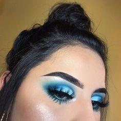 Pinterest:@JordynCrimiel 💋 Eye Makeup Glitter, Eye Makeup Cut Crease, Dramatic Eye Makeup, Colorful Eye Makeup, Blue Eye Makeup, Smokey Eye Makeup, Makeup Eyeshadow, Eyeshadow Palette, Makeup Inspo