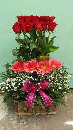 Arreglo De Rosas En Escalera Tropica Floreria Arreglos
