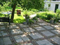 Inexpensive way to pave your garden nicely Outdoor Paving, Garden Paving, Garden Stones, Garden Paths, Outdoor Gardens, Dream Garden, Home And Garden, Lawn Maintenance, Patio