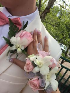 Prom corsage light pink A lot less glitter but