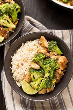 These easy and healthy Peanut Sauce Chicken and Broccoli Bowl only take about 20 minutes to make, and is a dinner the whole family will love! Serve with rice or cauliflower rice for a quick and healthy weeknight dinner! Healthy Chicken Dinner, Healthy Chicken Recipes, Grill Recipes, Fast Recipes, Cooking Recipes, Healthy Weeknight Dinners, Easy Meals, Cheap Meals, Peanut Sauce Chicken