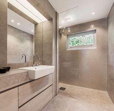 Tegnet og utført av Flotte Bad as. se mer på www.no Aqua, Bathroom Inspo, Double Vanity, Toilet, Bathtub, Mirror, Antiques, Glass, Furniture