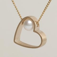 Lia-Di-Gregorio-Heart-box-one-pearl-necklace-chs2.jpg 399 × 399 pixlar