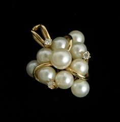 A Pearl Cluster Pendant with Diamonds