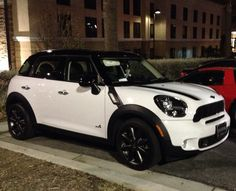 White mini coopers countryman