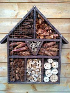 Garden Crafts, Garden Art, Garden Design, House Bugs, Bug Hotel, Garden Insects, Backyard Birds, Animal Crafts, Garden Inspiration