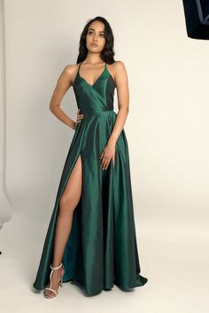 Hunter Green Long Prom Dress with Slit Elegant Hunter Green Prom Dresses with Slit, Long Prom Dresses 2020 Related posts:Ein Ballkleid Online Kleid Ballkleid Chiffon-Kleid Dunkelgrün Ballkleid … … -. Formal Evening Dresses, Evening Gowns, Simple Evening Gown, Year 10 Formal Dresses, Evening Party, Plus Size Club Dresses, Elegant Dresses For Women, Green Dress, Green Prom Dresses
