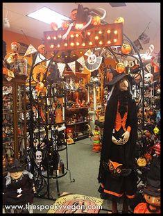 The Spooky Vegan: Traditions Holiday Store's Halloween Displays Halloween School Treats, Halloween Party Supplies, Halloween Yard Decorations, Halloween Displays, Cute Halloween Costumes, Vintage Halloween, Halloween Pumpkins, Halloween Crafts, Happy Halloween