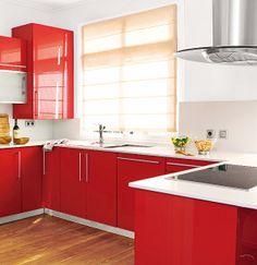Una #cocina rectangular con península. La pureza del #blanco y la pasión del #rojo combinan perfectamente.