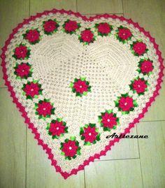 ARTE EM CROCHÊ, TRICÔ E ARTESANATOS: Tapete de barbante em formato de coração com flor catavento - crochê com grafico                                                                                                                                                     Mais