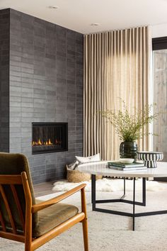 Mid-Century Modern Home Decor Interior Design With Neutral Color Scheme And Dark Grey Black Tile Fireplace Midcentury Modern Fireplace, Modern Fireplace Tiles, Grey Fireplace, Fireplace Design, Midcentury Modern Interior, Mid-century Interior, Simple Fireplace, Modern Fireplaces, Modern Interiors