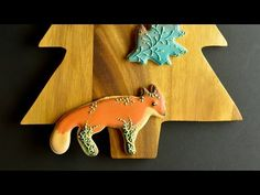 Decorated Fox Cookie by Honeycat Cookies Cookie Videos, Biscuits, Little Fox, Fox Cookies, Woodland Creatures, Forest Animals, Edible Art, Cookie Decorating, Christmas Decorations