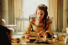 """Reign - ♕ Queen of England {Elizabeth/Rachel Skarsten} #1: """"Her arrival will forever shift the dynamic of the series' main players"""" - Page 9 - Fan Forum"""