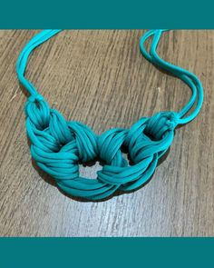 Rope Jewelry, Macrame Jewelry, Jewelry Crafts, Handmade Jewelry, Jewellery, Fabric Necklace, Diy Necklace, T Shirt Necklace, Knitted Necklace
