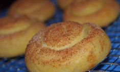 Great recipe for Tahini Pies. Tasty sweet buns with tahini and cinnamon. Kitchen Recipes, Cooking Recipes, Greek Appetizers, Freshly Squeezed Orange Juice, Sweet Buns, Greek Recipes, Tahini, Food And Drink, Tasty