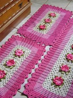 Crochet table runner free pattern squares ideas for 2020 Quick Crochet Blanket, Crochet Squares Afghan, Crochet Blanket Patterns, Granny Squares, Crochet Doilies, Crochet Yarn, Free Crochet, Crochet Coaster Pattern, Crochet Table Runner