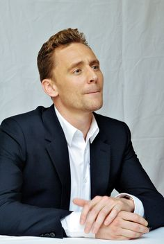 Tom Hiddleston at the 'I Saw The Light' Press Conference at the Fairmont Royal York on September 11, 2015 in Toronto. Full size image: http://ww4.sinaimg.cn/large/6e14d388gw1ew7ywylazxj21kw2czhdt.jpg Source: Torrilla