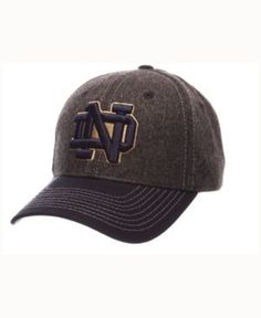 Wear your favorite college sports team with pride in the Zephyr Notre Dame Fighting Irish Anchorage snapback cap. With the branding or mascot logo in front and school name on the back, this two-toned,