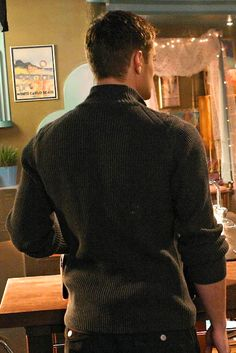 Beautiful back shot of Jensen's gorgeous shoulders... @frogger94 I can see his eyelashes even from this angle!!  (Jensen as Jason Teague in Smallville)