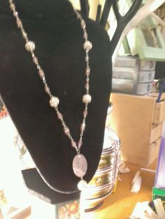Rose quartz and sparkle style handmade necklace Diy Necklace Making, Homemade Necklaces, 1920s Style, Handmade Jewellery, Rose Quartz, Pearl Necklace, Sparkle, Pearls, Jewelry