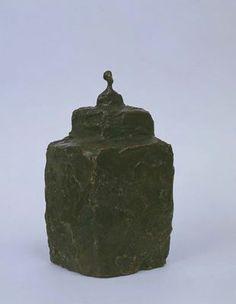 Alberto Giacometti, Petit buste sur double socle, bronze patiné, 1940-1941.                                                                                                                                                                                 Plus