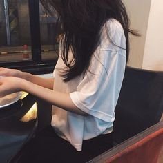 Image uploaded by mink. Find images and videos about girl, fashion and ulzzang on We Heart It - the app to get lost in what you love. Ulzzang Korean Girl, Cute Korean Girl, Ulzzang Couple, Asian Girl, Korean Aesthetic, Aesthetic Girl, Uzzlang Girl, Girl Photography Poses, Girl Photos