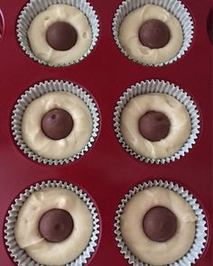 Vanilla cupcakes with melted Lindt chocolate ball centre Lindt Truffles, Lindt Lindor, Lindt Chocolate, Chocolate Truffles, Chocolate Recipes, Truffle Recipe, Christmas Cupcakes, Vanilla Cupcakes, Your Recipe