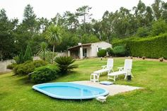 Casa Costaneira Boiro Offering a garden and a furnished terrace with barbecue facilities, Casa Costaneira country house is 4 km from Boiro, in the lovely R?as Baixas area of Galicia. Carregueiros Beach is a 6-minute walk away.