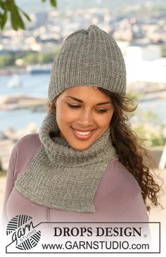 "DROPS 122-39 - Set comprises: DROPS hat and neck warmer in textured pattern in ""Karisma"". - Free pattern by DROPS Design"