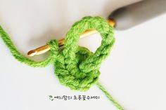 [공개도안]예늬맘의 창작 초롱꽃수세미 <VERSION 2>를 다시 오픈합니다~^^ : 네이버 블로그 Freeform Crochet, Friendship Bracelets, Crochet Patterns, Knitting, Inspiration, Crocheted Flowers, Crochet Flowers, Tejidos, Jewelery