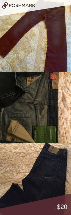 Gap 1969 Standard Fit Jeans size 32/30 These jeans are the perfect casual jeans. Total comfort that you expect from Gap. No frays on the bottom trim make them look like new. GAP Jeans