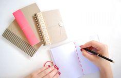 Para o seu dia a dia ficar muito mais prático e a sua vida muito mais organizada você pode fazer um caderno de anotação com capa de caixa, que é muito ba