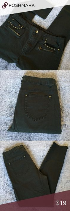 🆕Dark Green Charlotte Russe Skinny Jeans Sz 14 Dark green skinny jeans from Charlotte Russe. Size 14. Gold details. Stretchy. In great condition.   98% Cotton.  2% Spandex.  Any questions? Feel free to ask.   Pet free home.  Smoke free home. Charlotte Russe Jeans Skinny