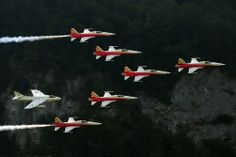 Patroille Suisse & Hawker Hunter Luftwaffe, Aircraft Photos, Aeroplanes, Jets, Air Force, Aviation, Military, Touch, Sun