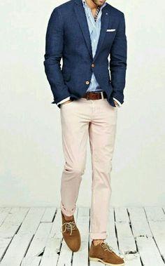 Saco azul pantalón beige