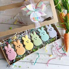 Fancy Cookies, Iced Cookies, Royal Icing Cookies, Holiday Cookies, Cupcake Cookies, Sugar Cookies, Easter Cupcakes, Easter Cookies, Cookie Gift Baskets