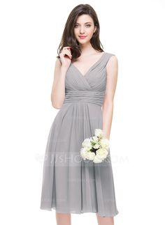 A-Line/Princess V-neck Knee-Length Chiffon Bridesmaid Dress With Ruffle (007067269)