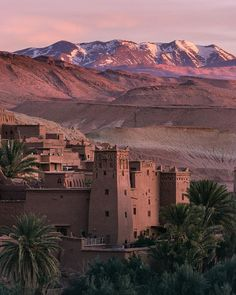#Ouarzazate in #Marocco Morocco Destinations, Travel Destinations, Beautiful Places To Visit, Beautiful World, Beautiful Moon, Riad, Morocco Travel, Scenery Wallpaper, Travel Aesthetic