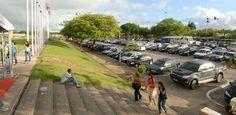 Eventos no Grande Recife são teste de fôlego para motorista  Participantes da Campus Party, da feira de setor atacadista e do Maior Show do Mundo enfrentarão trânsito lento  - Nem todos os eventos que estão acontecendo e se estenderão pelo fim de semana no Chevrolet Hall e no Centro de Convenções, em Olinda, no Grande Recife, terão esquema especial de trânsito e transporte para receber o público esperado. Ou seja, se uma multidão resolver conferir o encontro digital Campus Party, a feira…