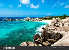 Scarica - Seascape on the pathway to Anse Marron, La digue, Seychelles — Immagini Stock #148700451