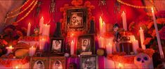 Did you miss some of the easter eggs in Disney Pixar Coco? No problem, here they are with screenshots! Disney Pixar, Walt Disney, Disney Movies, Santa Cecilia, Film Pixar, Screen Shot, 2nd Birthday, Easter Eggs, Fun